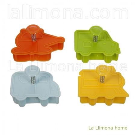 Cortador de galletas con formas de coches y tren. Medidas de un molde: 1.30 x 6 x 5.50 cms. aproximadamente.