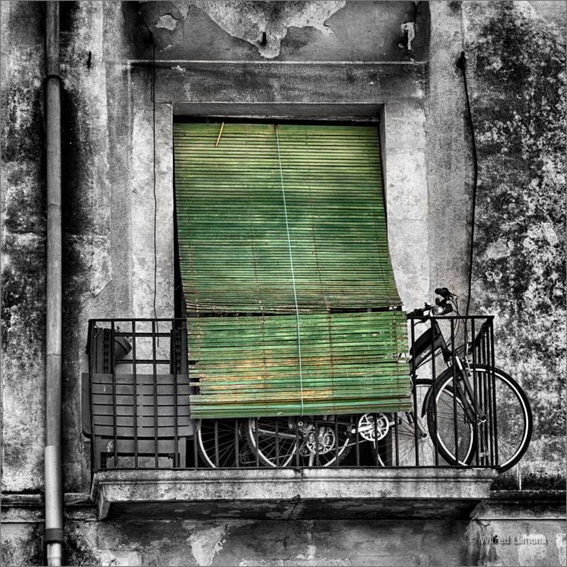 Balcón con bicicleta F00577 Wifred Llimona · Fotos artísticas puertas y ventanas