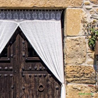 Puerta madera con cortinas F00157 · Autor: Wifred Llimona · Fotografías artísticas puertas y ventanas · La Llimona foto