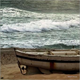 Barca en playa F00756-2 · Autor: Wifred Llimona · Fotografías artísticas vehículos · La Llimona foto