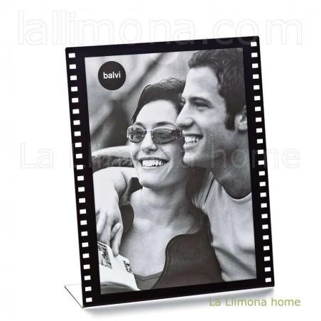Marco portafotos film negro para fotos 13x18 verticales. Alto: 19 cms.
